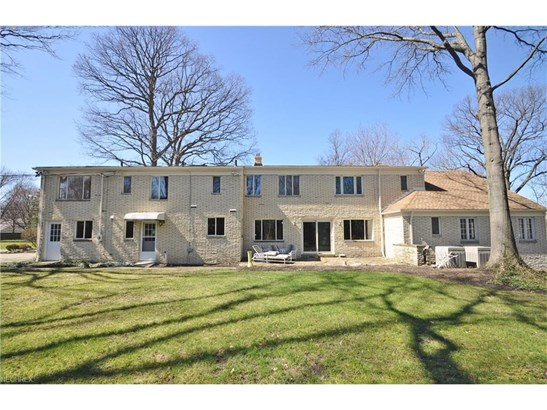 20980 Valley Forge Dr, Fairview Park, OH - USA (photo 3)