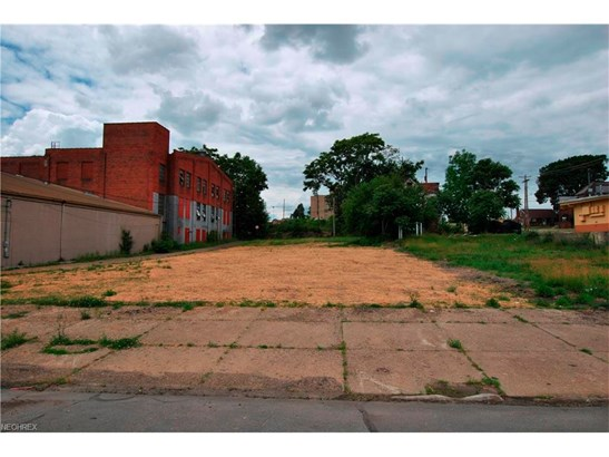 831 Cherry Ave. Ne Ave, Canton, OH - USA (photo 1)