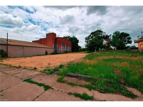 831 Cherry Ave. Ne Ave, Canton, OH - USA (photo 2)