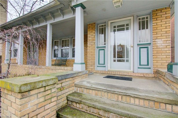 2753 Lancashire Rd, Cleveland Heights, OH - USA (photo 2)