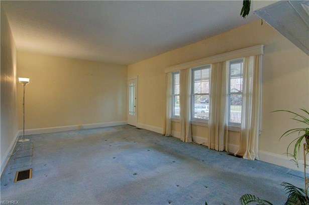 2753 Lancashire Rd, Cleveland Heights, OH - USA (photo 4)