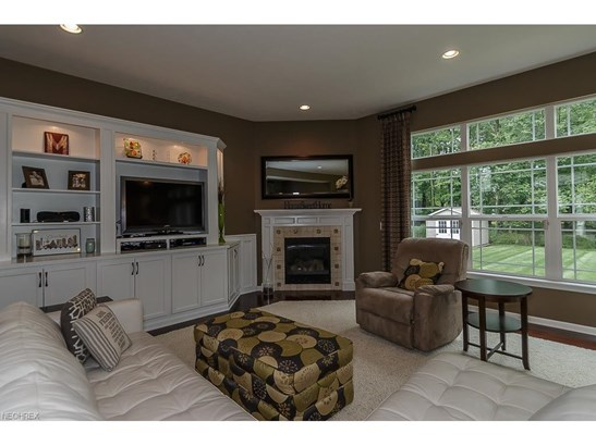 38741 Edward Walsh Dr, Willoughby, OH - USA (photo 3)