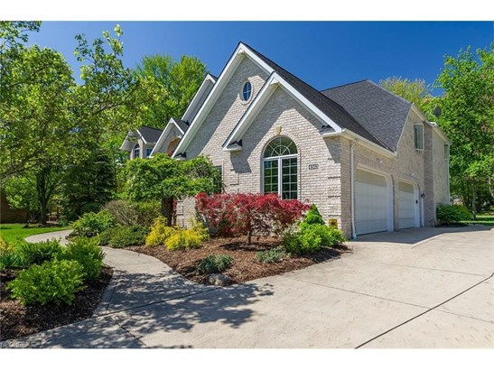 4563 Hunting Valley Ln, Brecksville, OH - USA (photo 2)