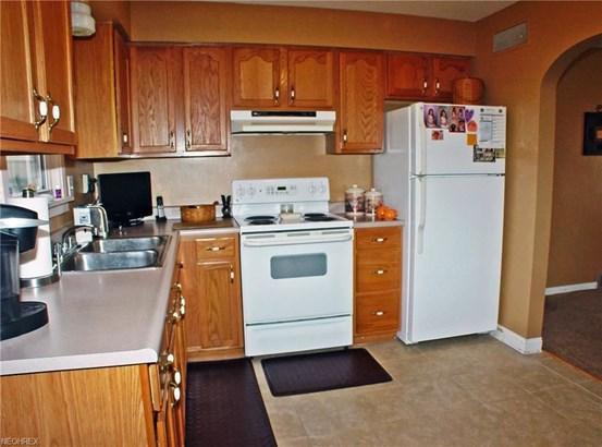 1202 Courtland Rd, Weirton, WV - USA (photo 4)