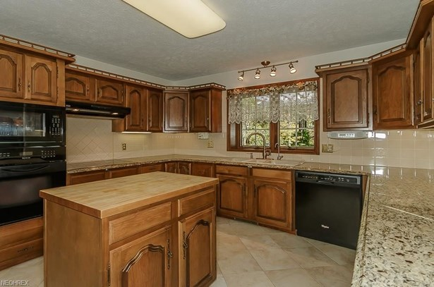 11455 Rust Dr, Chesterland, OH - USA (photo 3)