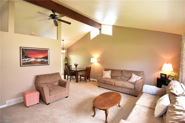 26959 Eastwood Ln, Olmsted Falls, OH - USA (photo 2)