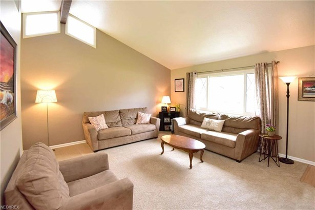 26959 Eastwood Ln, Olmsted Falls, OH - USA (photo 4)