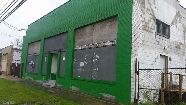 16800 Miles Avenue, Cleveland, OH - USA (photo 1)