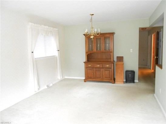 24024 Noreen Dr, North Olmsted, OH - USA (photo 2)