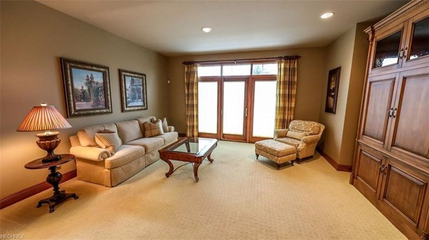 6485 Dunwoody Nw Cir, Canton, OH - USA (photo 5)