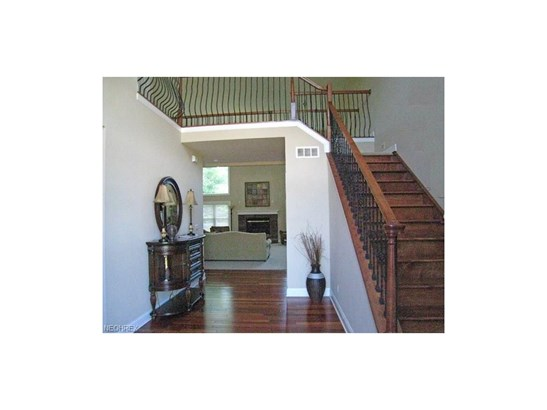 9000 Crooked Creek Ln, Broadview Heights, OH - USA (photo 2)