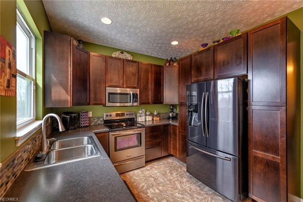 9824 Emerald Brook Nw Cir, Canal Fulton, OH - USA (photo 4)