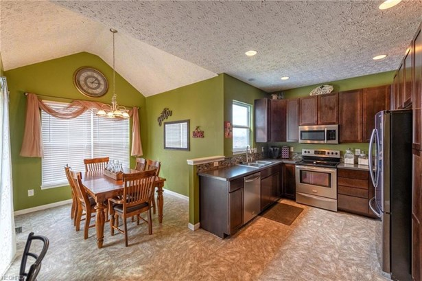 9824 Emerald Brook Nw Cir, Canal Fulton, OH - USA (photo 5)