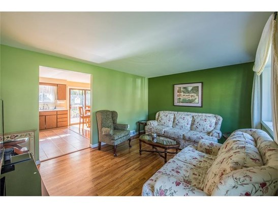 325 Circle Dr, White Oak, PA - USA (photo 3)