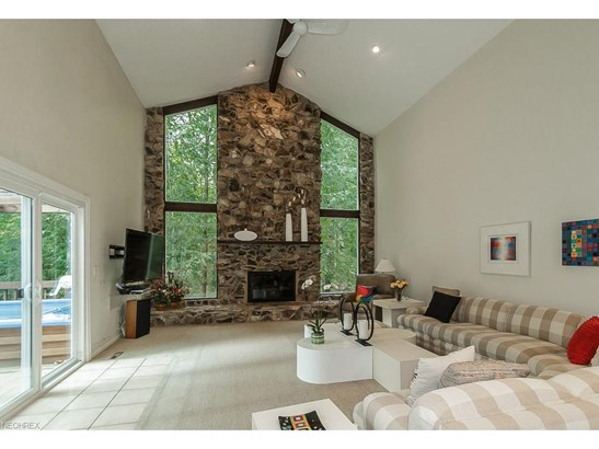 38070 Rogers Rd, Willoughby Hills, OH - USA (photo 3)