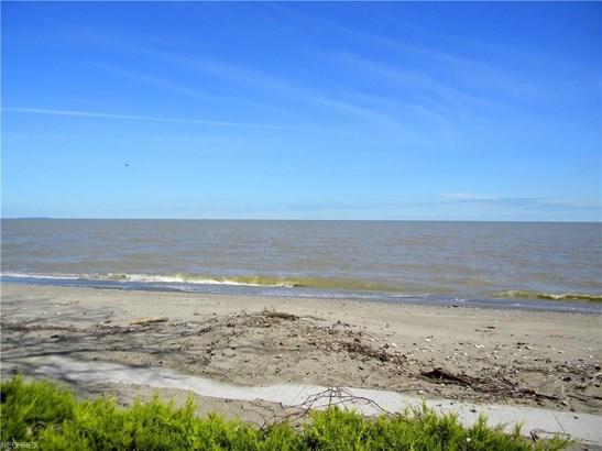 7795 Sand Beach Rd, Oak Harbor, OH - USA (photo 2)