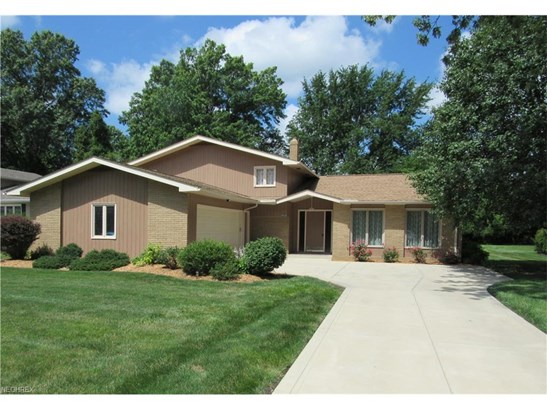 6080 Christman Dr, North Olmsted, OH - USA (photo 1)