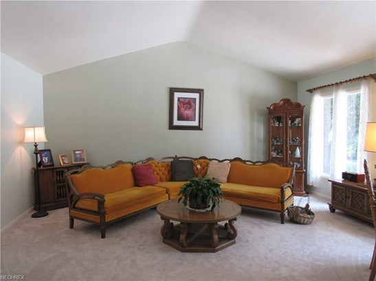 6080 Christman Dr, North Olmsted, OH - USA (photo 4)