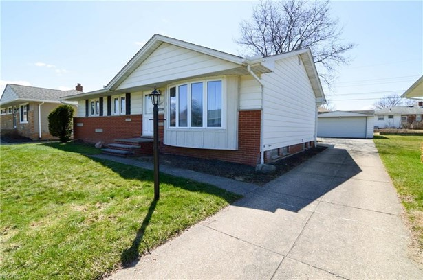 6882 Reid Dr, Parma Heights, OH - USA (photo 2)