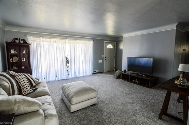 6882 Reid Dr, Parma Heights, OH - USA (photo 5)