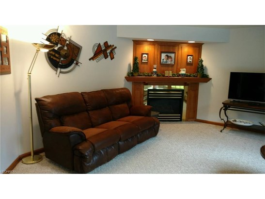 2198 Willow Glen Nw Dr, Dover, OH - USA (photo 3)