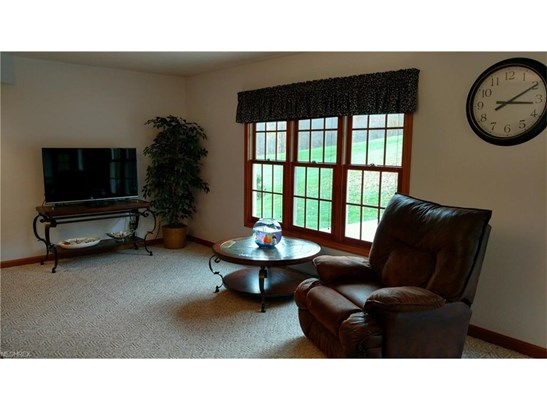 2198 Willow Glen Nw Dr, Dover, OH - USA (photo 5)