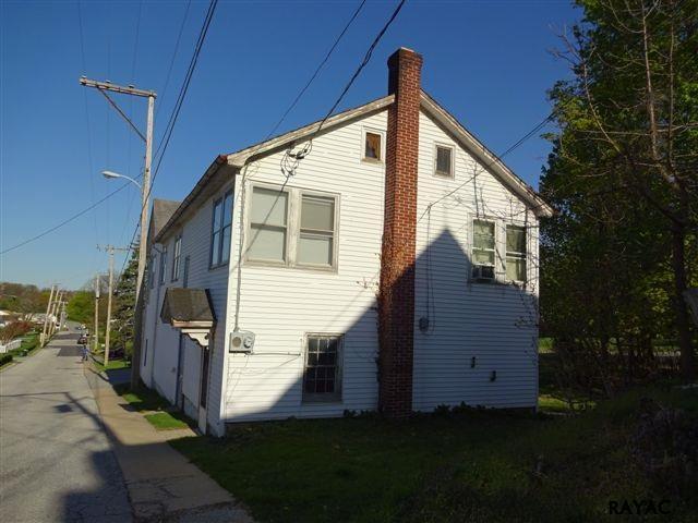 4 East Pennsylvania Avenue, Stewartstown, PA - USA (photo 3)