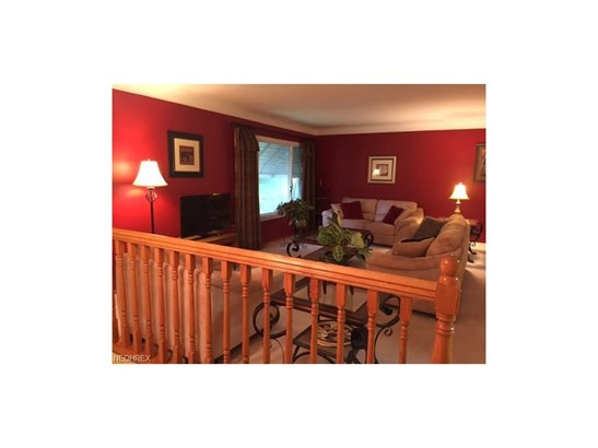 5525 Carol Jean Blvd, Garfield Heights, OH - USA (photo 2)