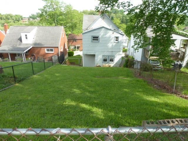 822 Florence Ave., East Mckeesport, PA - USA (photo 5)