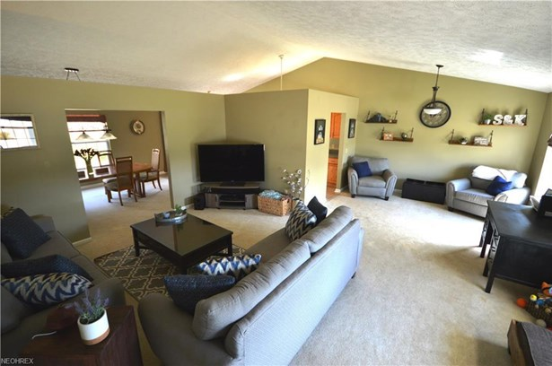 550 Oak Hollow Dr, Madison, OH - USA (photo 4)