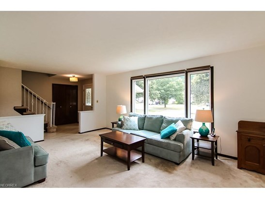4619 Camellia Ln, North Olmsted, OH - USA (photo 5)