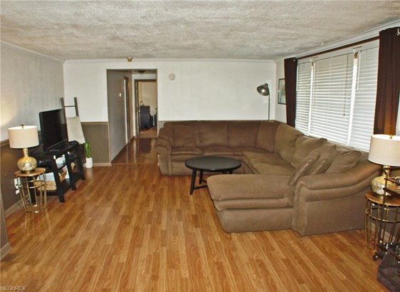 145 Manor Dr, Wellsburg, WV - USA (photo 2)