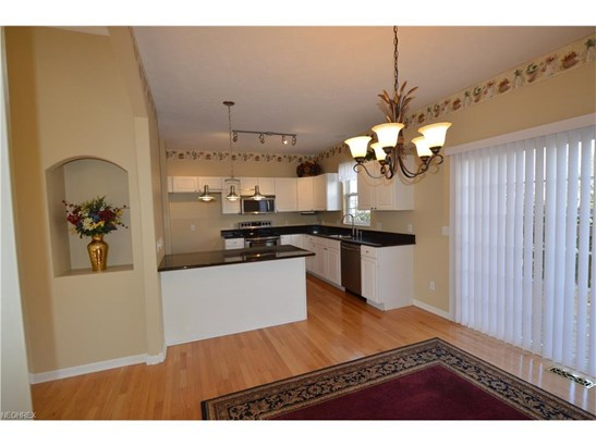 7311 Forest Cove Ln, Northfield, OH - USA (photo 2)