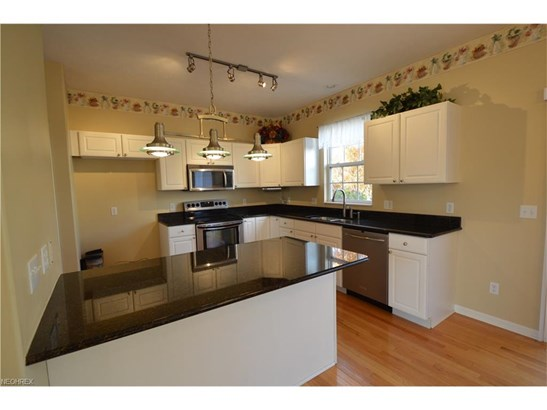 7311 Forest Cove Ln, Northfield, OH - USA (photo 5)