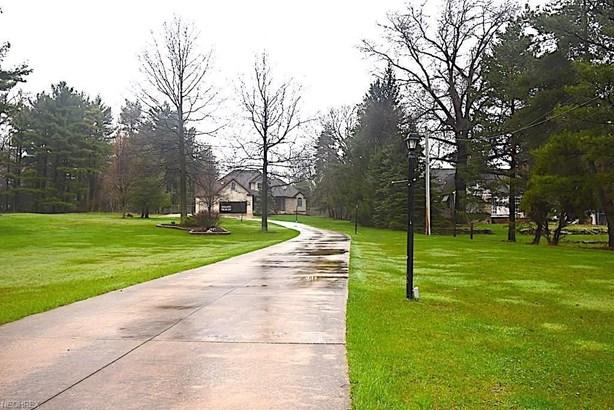 2259 E Wallings Rd, Broadview Heights, OH - USA (photo 2)