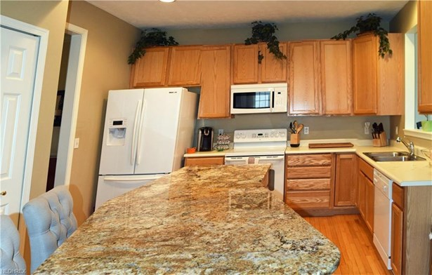 137 Colonial Dr, Painesville, OH - USA (photo 3)