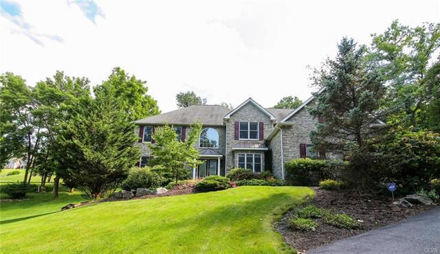 2752 Valley View Road, Hellertown, PA - USA (photo 1)