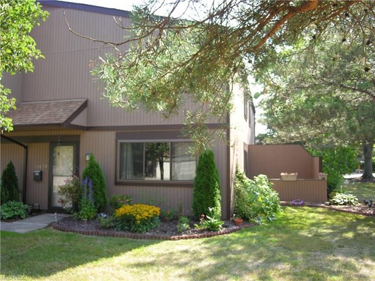 26678 Lake Of The Falls Blvd, Olmsted Falls, OH - USA (photo 1)
