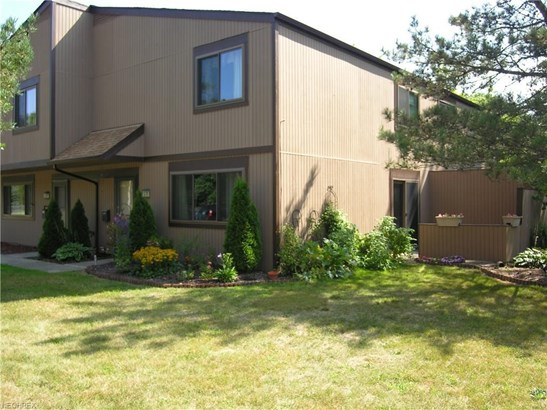 26678 Lake Of The Falls Blvd, Olmsted Falls, OH - USA (photo 2)
