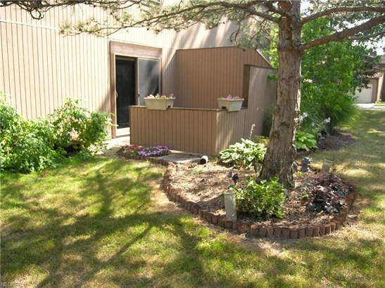 26678 Lake Of The Falls Blvd, Olmsted Falls, OH - USA (photo 4)