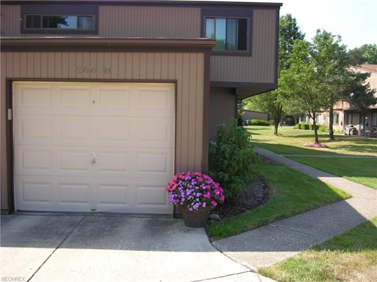 26678 Lake Of The Falls Blvd, Olmsted Falls, OH - USA (photo 5)
