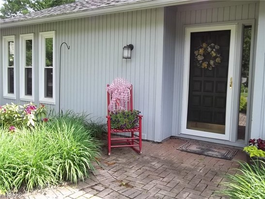 10752 Waterfall Rd, Strongsville, OH - USA (photo 4)
