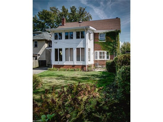 1064 Forest Cliff Dr, Lakewood, OH - USA (photo 3)