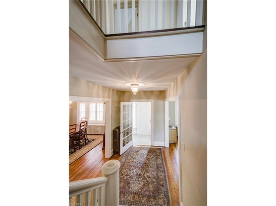 1064 Forest Cliff Dr, Lakewood, OH - USA (photo 5)