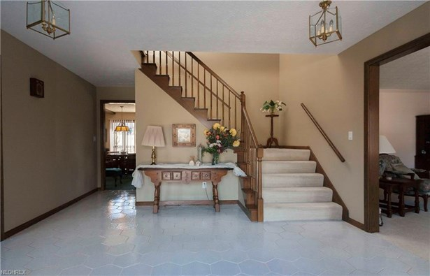 1388 Wimbledon Cir, Stow, OH - USA (photo 4)