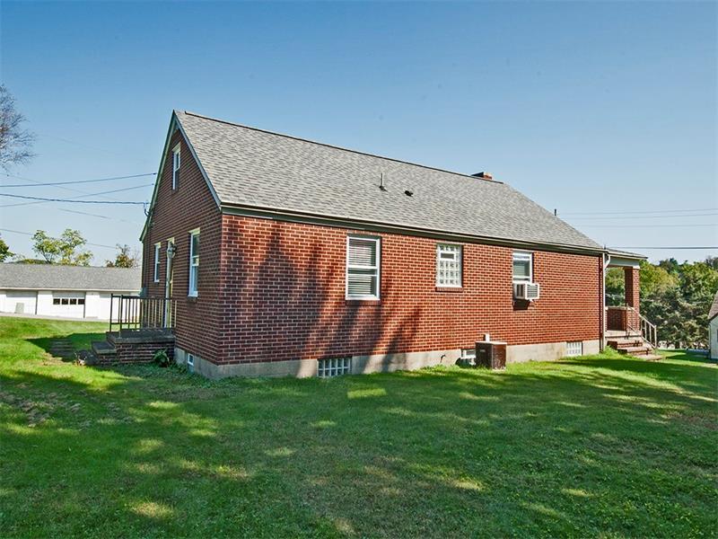 1025 Plazak St, W Leechburg, PA - USA (photo 3)