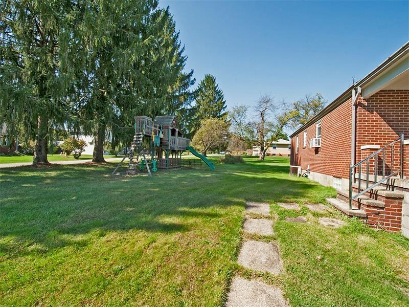 1025 Plazak St, W Leechburg, PA - USA (photo 5)