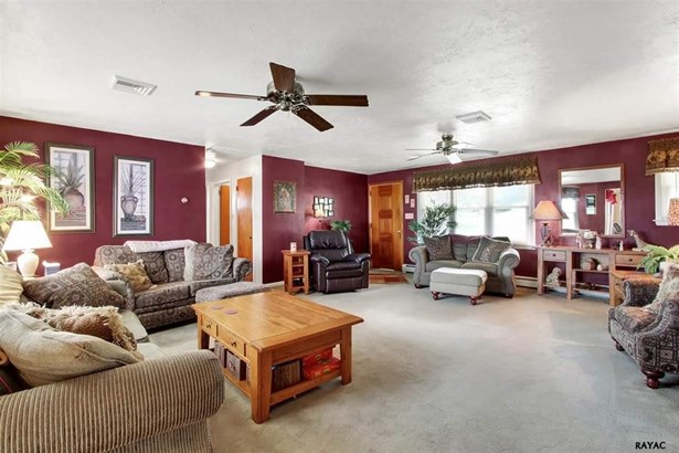 3 West Crestlyn Drive, York, PA - USA (photo 2)