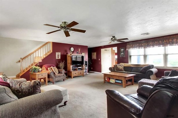 3 West Crestlyn Drive, York, PA - USA (photo 4)