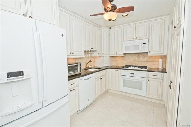 422 E 5th St, Royal Oak, MI - USA (photo 3)